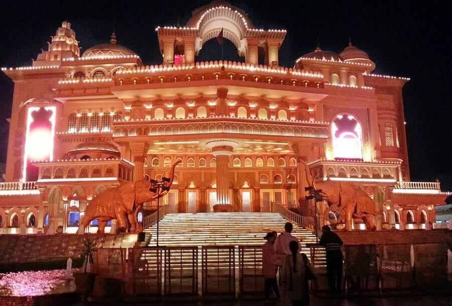 1280px-Kingdom_of_Dreams_auditorium_night_view,_Gurgaon