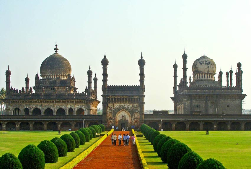 Places to visit in India for first comers