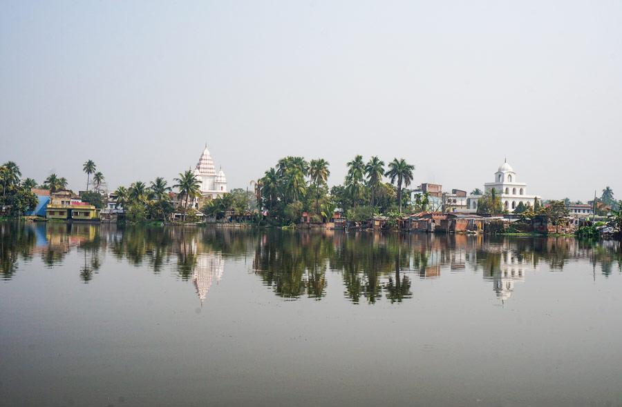 Puthia temples