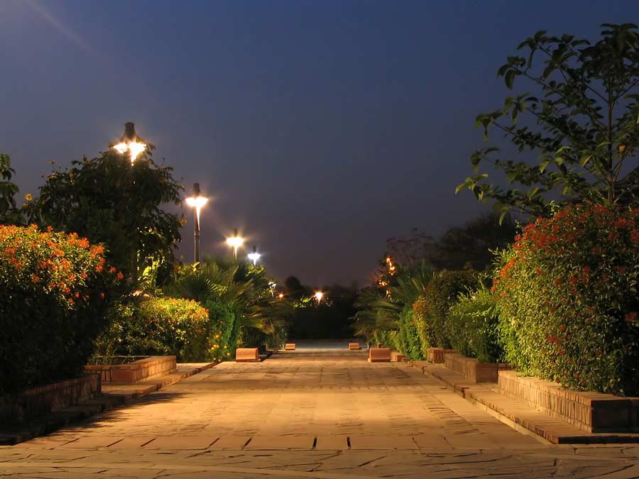 1280px-Example_of_night_photography_at_The_Garden_of_Five_Senses,_New_Delhi