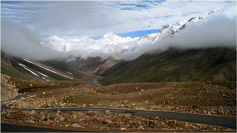 Road_between_Manali_and_Leh